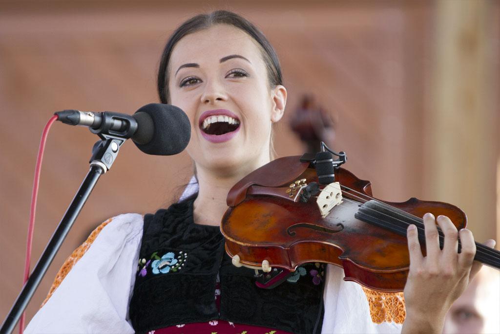 Miss Folklór - Podmienky